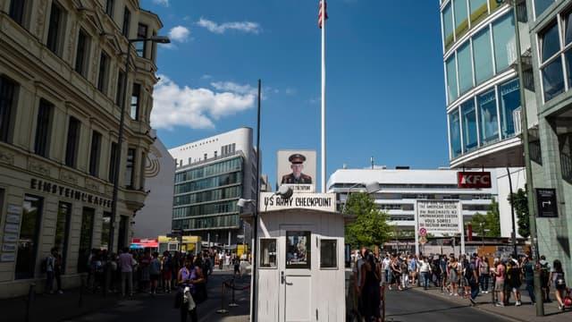 Le Checkpoint Charlie connectait auparavant le secteur des Etats-Unis avec le secteur soviétique dans Berlin divisé