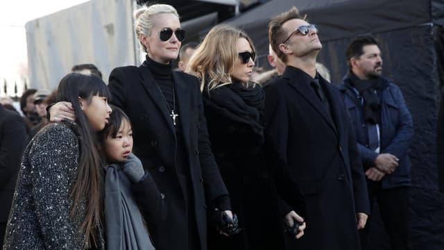 Laeticia Hallyday, Laura Smet, et David Hallyday, lors des obsèques du chanteur, le 9 décembre, à Paris.