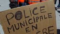 Des centaines de policiers municipaux ont manifesté mardi dans une quinzaine de villes de France (comme ici à Marseille) pour réclamer une revalorisation de leurs salaires et la prise en compte de la dangerosité de leur métier. /Photo prise le 1er juin 20