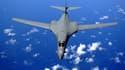 Un bombardier B- 1B survolant l'océan Pacifique (image d'illustration)