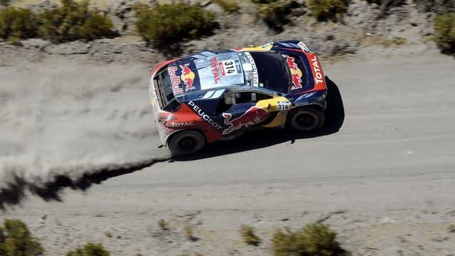 Sébastien Loeb et ses adversaires du Dakar doivent piloter au rythme de conditions météo capricieuses.