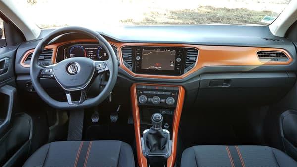 Le T-Roc propose la nouvelle version du système embarqué de Volkswagen avec la possibilité de personnaliser les compteurs, voire de les faire disparaître pour avoir le GPS derrière le volant.