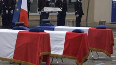 Un hommage national a été rendu à Ambert, dans le Puy-de-Dôme, aux trois gendarmes tués en mission dans la nuit du 22 au 23 décembre.