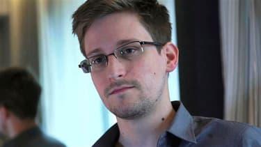L'ancien consultant de la NSA Edward Snowden, visé par un mandat d'arrêt pour avoir révélé l'ampleur des programmes de surveillance électronique des États-Unis, a posté son premier tweet ce mardi.