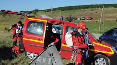 Les pompiers du groupe de reconnaissance et d'intervention en milieu périlleux (Grimp) ont pris en charge l'intervention au niveau du viaduc de Pélussin (Loire).
