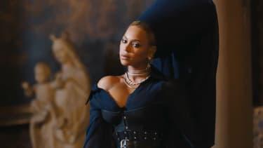 """Beyoncé dans le clip """"Family Feud"""""""