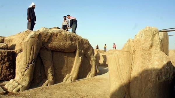 Le groupe Etat islamique a commencé à détruire les ruines assyriennes de Nimrud, en Irak, photographiées ici au cours d'un chantier de restauration, en 2001.