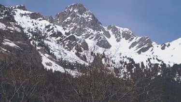 """""""Vu les épaisseurs de neige importantes encore présentes en dessous de 2000 mètres, quelques grosses avalanches sont à attendre"""", prévient Météo France."""