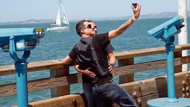 """Le """"selfie"""" consiste à se prendre en photo avec son téléphone portable, avant de faire circuler la photo sur les réseaux sociaux (Photo d'illustration)"""