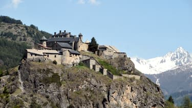 Le fort Queyras surplombe la commune de Château-Ville-Vieille