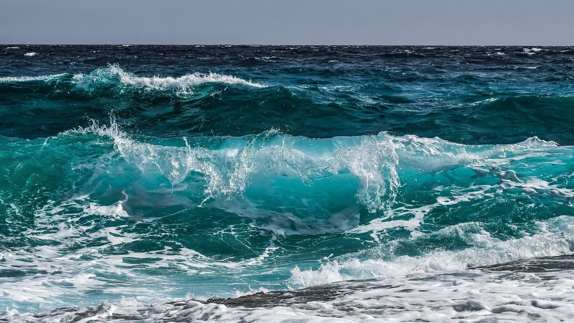 Un Bebe En Vie Miraculeusement Repeche En Pleine Mer