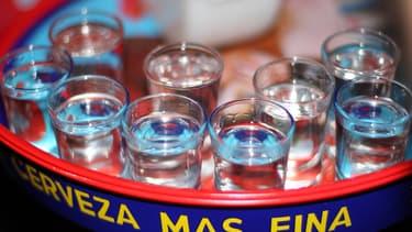 """Le """"binge drinking"""", ou """"biture express"""", consiste à boire une importante quantité d'alcool en peu de temps (image d'illustration)."""