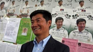 Le Dr. Lobsang Sangay, professeur de droit de l'université américaine d'Harvard, a été désigné par les Tibétains du monde entier comme Premier ministre. /Photo prise le 18 mars 2011/REUTERS/Mukesh Gupta