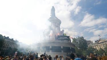 """Manifestation à Paris pour dénoncer """"les attaques contre les libertés"""", le 12 juin 2021"""