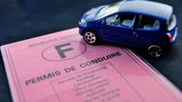 Un inspecteur du permis de conduire et plusieurs gérants d'auto-école impliqués dans un réseau d'obtention frauduleuse du permis ont été interpellés en début de semaine en région parisienne  - Jeudi 28 janvier 2016