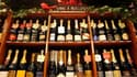 En nombre de bouteilles produites, le mousseux italien a dépassé le champagne français pour la première fois en 2010. /Photo d'archives/REUTERS/Charles Platiau