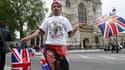 John Loughrey, fervent admirateur de la couronne britannique, a déjà réservé sa place devant l'abbaye de Westminster, à Londres, où sera célébré vendredi le mariage du prince William et de Kate Middleton. Il s'est installé avec son sac de couchage sur le