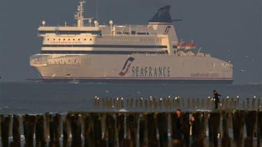 Nicolas Sarkozy a réuni lundi matin à l'Elysée les principaux ministres concernés par le dossier de la compagnie maritime SeaFrance, en liquidation judiciaire. /Photo prise le 29 octobre 2011/REUTERS/Pascal Rossignol