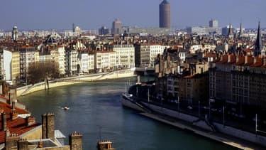 Le rebond de l'activité sur le marché des crédits immobiliers des derniers mois en France s'est confirmé en avril, à la faveur de taux d'intérêt d'un niveau exceptionnellement bas et qui ont poursuivi leur baisse. /Photo d'archives/REUTERS