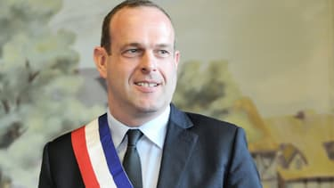 Steeve Briois lors de son élection officielle à Hénin-Beaumont, le 30 mars 214.