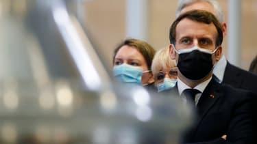 Emmanuel Macron à Vernon, dans l'Eure, le 12 janvier 2021.