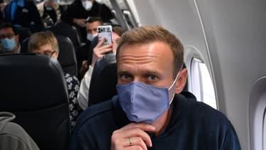 Alexeï Navalny à bord de l'avion qui a atterri ce dimanche à Moscou