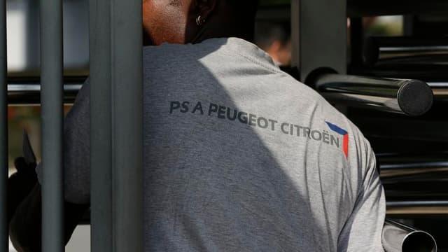 Le travail a repris mardi à l'usine PSA d'Aulnay-sous-Bois, où, selon la CGT, les personnels du site condamné pourraient décider la semaine prochaine d'une action collective. /Photo prise le 4 septembre 2012/REUTERS/Philippe Wojazer