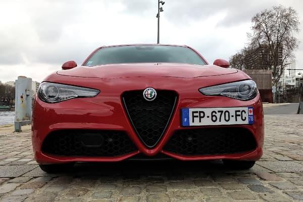 """Notre Alfa Romeo Guilia à l'essai est la version sportive, baptisée """"Veloce""""."""