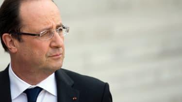 François Hollande pointe l'importance de privilégier le dialogue avec la Russie avant d'envisager des sanctions.