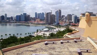 À Luanda, les expatriés ont tendance à vivre dans des camps sécurisés ou dans les quartiers chics qui jouxtent les gratte-ciel.