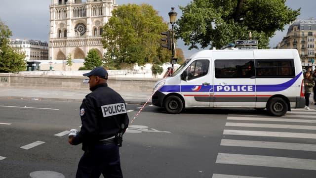 Le secteur de la préfecture de police de Paris, bloqué par les forces de l'ordre, le jeudi 3 octobre.