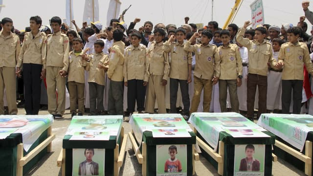 Des enfants yéménites le 13 août dernier aux funérailles des enfants morts dans le raid de la coalition.
