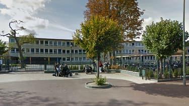 La bagarre a eu lieu aux abords du lycée Alain, au Vésinet.