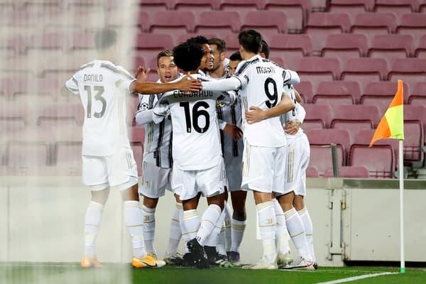 Weston McKennie (au centre) a inscrit le plus beau but du match, qui explique son sourire