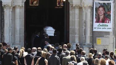 Lors des funérailles de Laëtitia Perrais à La Bernerie-en-Retz. Une reconstitution de la mort de la jeune Laëtitia Perrais se tiendra mardi dans cette ville située près de Pornic, dernière étape d'une enquête qui doit conduire son meurtrier présumé, Tony