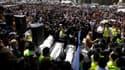 Plusieurs centaines de personnes ont assisté mercredi à Jérusalem aux obsèques des trois enfants juifs et du rabbin assassinés lundi à Toulouse. Des ministres du gouvernement israélien et Alain Juppé, chef de la diplomatie française, étaient notamment pré