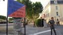 Entrée de la caserne du 3e RPIMA de Carcassonne, dans l'Aude. Photo prise en 2008.