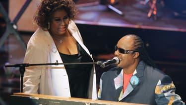 Aretha Franklin en duo avec Stevie Wonder en septembre 2005