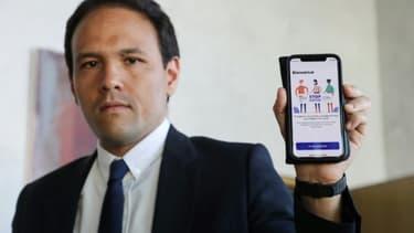 Le secrétaire d'Etat au numérique Cédric O présente l'application StopCovid, à Paris le 29 mai 2020