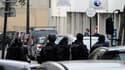 Deux responsables de l'agence Pôle emploi de la rue Pelée, dans le XIe arrondissement de Paris, ont été pris en otages par un homme lundi. /Photo prise le 16 octobre 2011/ REUTERS/Gonzalo Fuentes (FRANCE - Tags: CRIME LAW)
