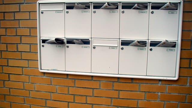 De nombreux prospectus publicitaires sont déposés chaque jours dans les boîtes aux lettres des particuliers.
