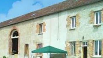 La maison est située en Eure-et-Loire, à moins de 100 km de Paris