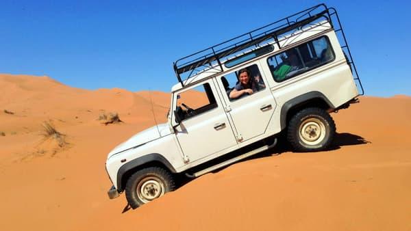 Land Rover demande actuellement aux propriétaires de Defender et de Land Rover historiques de poster des photos de leur véhicule sur une carte numérique.