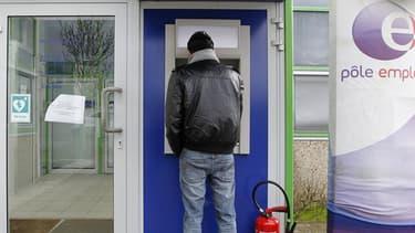 Le chômage a légèrement augmenté en France métropolitaine au deuxième trimestre. Il atteint désormais 10,5%, selon les chiffres de L'Institut national de la statistique et des études économiques.