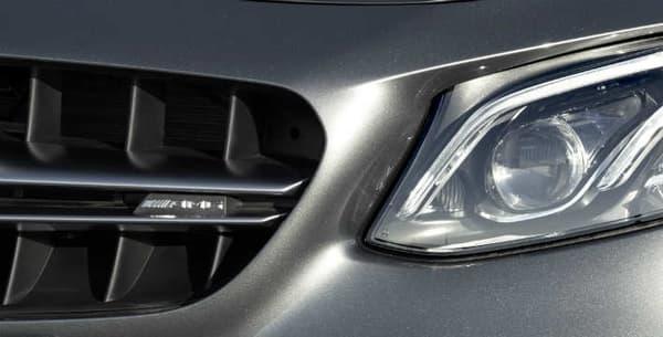 L'E63 AMG se décline en deux versions: classique et S, avec à la clé une quarantaine de chevaux d'écart.