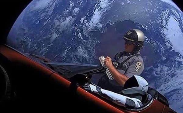 Même dans l'espace, on échappe pas à la police