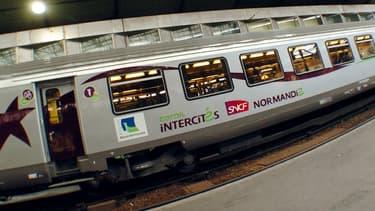 La charge financière du réseau Intercités qui pèse sur l'État est encore très élevée.