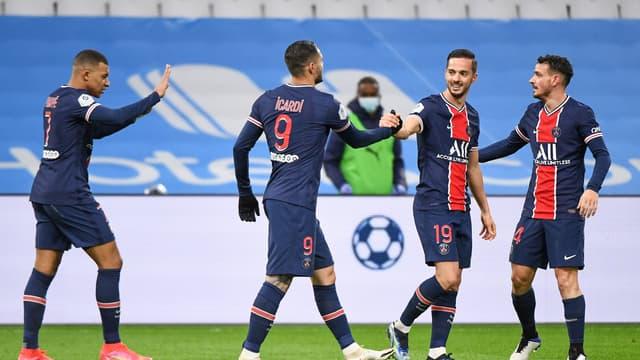 Mauro Icardi félicite Pablo Sarabia après un but du PSG