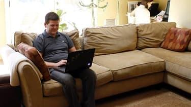 Le gouvernement examinera en 2013 une possible extension de la redevance audiovisuelle aux écrans d'ordinateur afin de sécuriser les moyens alloués à l'audiovisuel public, une taxe qui ne s'appliquerait qu'aux foyers n'ayant pas de télévision et qui ne vi
