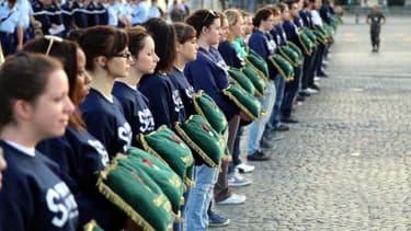 Hollande souhaite que la moitié des Français âgés de 16 à 25 ans effectuent leur service civique en 2018.